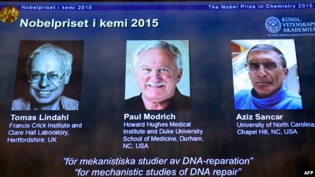 برندگان نوبل ۲۰۱۵ شیمی از راست به چپ: عزیز سنجر، پل مدریچ و توماس لیندال