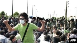 صحنه ای از تظاهرات معترضین به نتایج انتخابات ریاست جمهوری ایران در تهران