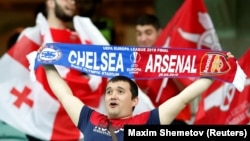 Зритель на стадионе в Баку во время финала Лиги Европы «Челси» – «Арсенал»