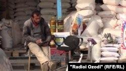 Растаи ордфурӯшӣ дар яке аз бозорҳои Душанбе. Акс аз бойгонӣ.