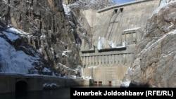 Токтогульская ГЭС. Архивное фото.