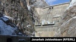 Токтогульская ГЭС.