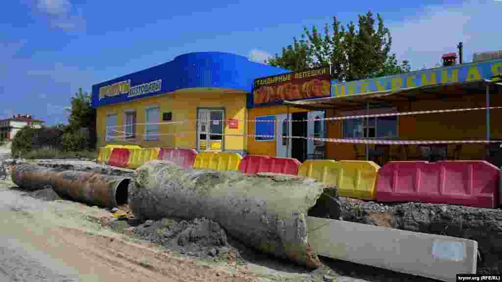 Эти придорожные кафе и магазины в Приятном Свидании доживают последние месяцы