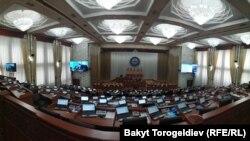 Зал пленарных заседаний Жогорку Кенеша. 2 мая 2019 года.