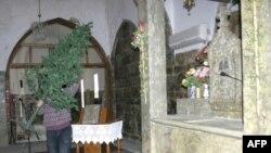 استعدادات للاحتفال بعيد الميلاد المجيد في إحدى كنائس السريان الأرثوذكس بمدينة الموصل