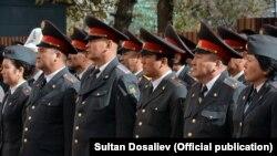 Сотрудники милиции.