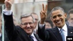 Barack Obama dhe Bronislaw Komorowski (majtas) gjatë një takimi të mëparshëm