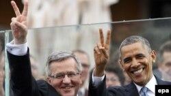 Президент Польши Бронислав Коморовский и президент США Барак Обама в Варшаве 4 июня 2014 года