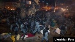 Після розгону «Беркутом» студентів на Майдані у Києві, 30 листопада 2013 року
