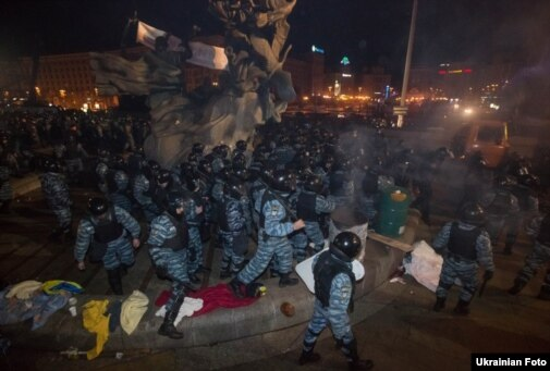 Беркут жестоко разогнал Евромайдан!