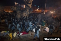 At about 4.30 a.m. on November 30, members of the Berkut riot police violently dispersed Euromaidan activists who had stayed in Independence Square for the night. Dozens of people were brutally beaten, including many students.