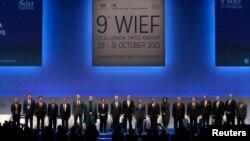 Учасники Світового ісламського економічного форуму; Дейвід Камерон 10-й ліворуч. Лондон, 29 жовтня 2013 року