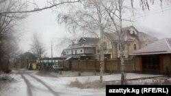 "Частные особняки возле парка ""Ата-Тюрк"", Бишкек."