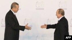 Turkiyə - Türkiyə prezidenti Recep Tayyip Erdogan (solda) və Rusiya prezidenti Vladimir Putin, Antalya, 2015