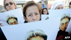 На мітингу, присвяченому пам'яті журналістки Ганни Політковської представників влади не було... Москва, 7 жовтня 2010