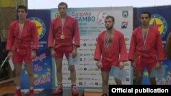 Խորվաթիա - Սամբոյի Եվրոպայի առաջնության հաղթող հայաստանցի Տիգրան Կիրակոսյանը պատվո պատվանդանին, Զագրեբ, 15-ը մայիսի, 2015թ․