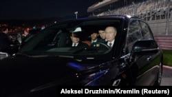 Владимир Путин и президент Египта Сиси в лимузине «Аурус».