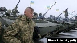 Украинские военнослужащие на военном аэродроме под Житомиром. 5 января 2015 года
