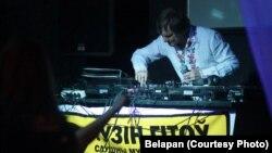 Украінскі сьпявак Алег Скрыпка на прэзэнтацыі праекту «Перазагрузка-2», 2011 год
