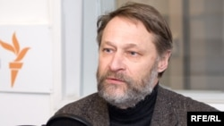 Analyst Dmitry Oreshkin says Medvedev has to make changes if he wants a second term.