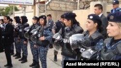 شرطة مكافحة الشغب النسائية الكردية