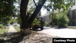 Фото автора: військова машина окупантів біля зупинки «Центральне селище»