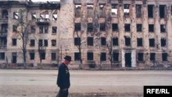 Трибунал по военным преступлениям в Чечне - дело нескорое. Но кто-то должен готовить доказательную базу, полагают правозащитники