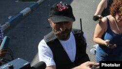 Պավել Մանուկյանը զրուցում է լրագրողների հետ: 23-ը հուլիսի, 2016 թ․