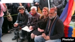 Armenia -- Raffi Hovannisian, a hunger-striking former presidential candidate, giving an open-air press conference in Yerevan's central Liberty Square, 27Mar, 2013