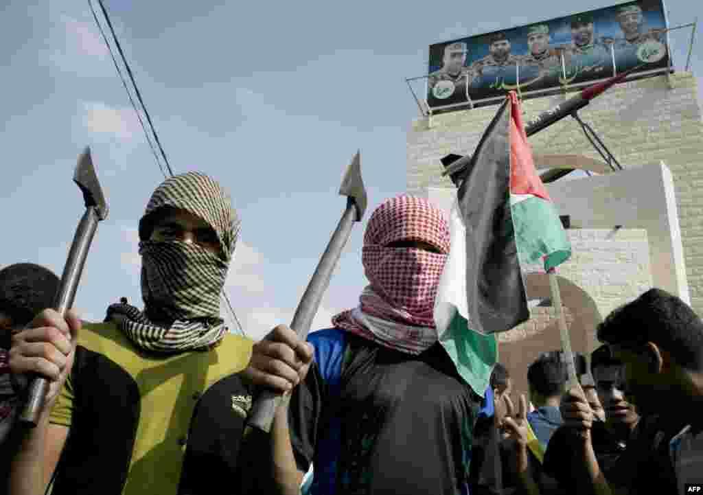 Палестинцы, участвующие в антиизральских протестах в Рафахе, Сектор Газа. 13 октября 2015 года.
