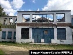 Колхозный клуб в станице Новотитаровская сгорел в 2015 г.