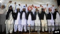 Пакістанның қорғаныс кеңесінің жетекшілері НАТО әскерін Пәкістан арқылы өткізуге қарсы шығып тұр. Карачи, 27 мамыр 2012 жыл.