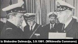Сол жақта тұрған адам - контр-адмирал Владимир Варович. 1989 жыл.