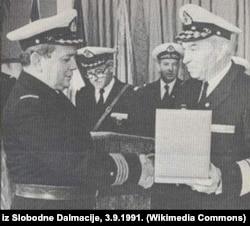 Контр-адмирал Владимир Барович (слева) в 1989 году.