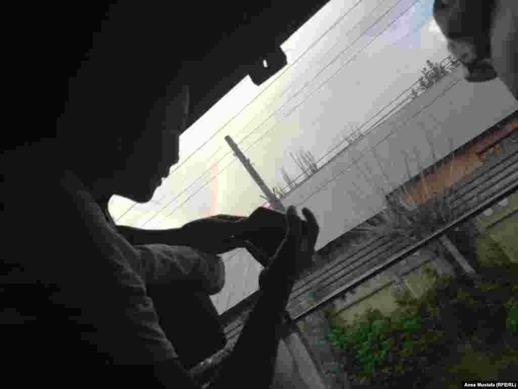 Сев на поезд, мы отправились на Алаколь. При выезде из Алматы в небе собрались тучи, выглянула очень красивая радуга. Путешествие будет удачным, обрадовались мы примете.