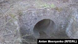Водоотводная труба под дорогой