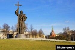 Statuia Sf. Vladimir cel Mare la Moscova în noiembrie 2017
