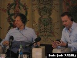 Regizorul Robert Lepage și actorul Evgheni Mironov la conferința de presă