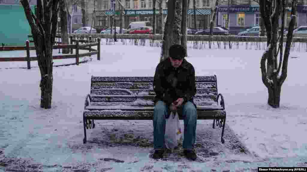 Хвилинка відпочинку під снігом