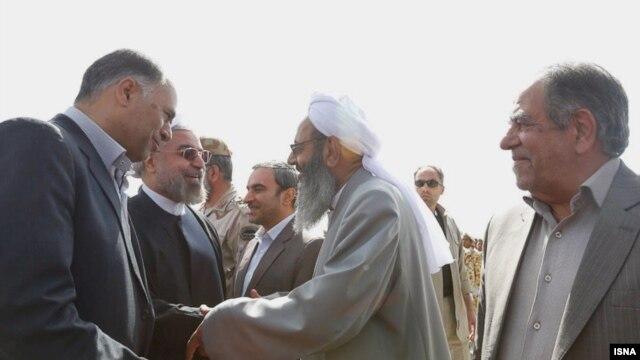 مولانا عبدالحمید (وسط) در دیدار با حسن روحانی