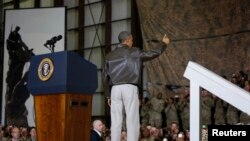 Президент Барак Обама Баграмдагы авиабазада америкалык аскерлер менен кездешүүдө. Каыбл, 25-май 2014