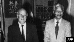 De Klerk i Mendela u februaru 1990. godine
