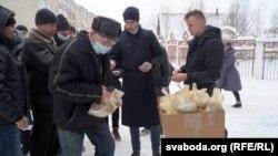 Дабрачынная ўстанова «Справядлівая дапамога» раздае харчовыя пакеты
