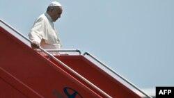 Папа Франциск в аеропорту Єревана, 24 червня 2016 року