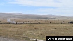 Armenia - Russian and Armenian soldiers conduct joint military exercises, 7Oct2016.