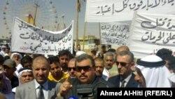 رئيس مجلس محافظة الانبار يتقدم متظاهري الرمادي
