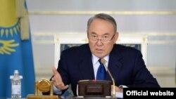 Қазақстан президенті Нұрсұлтан Назарбаев үкімет жиынында отыр. Астана, 18 қараша 2015 жыл. (Көрнекі сурет)