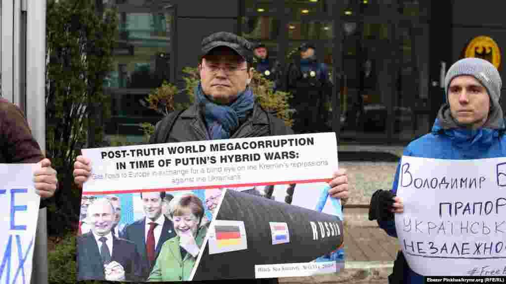 Собравшиеся также напомнили о строительстве газопровода из России в Германию