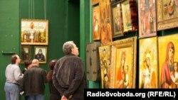 Частина експонатів із виставки «Cкарби Межигір'я» колекції екс-президента Віктора Януковича