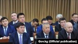 Члены правительства во главе с премьер-министром Мухаммедкалыем Абылгазиевым.